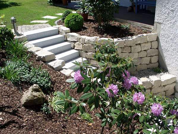 bepflanzte treppe bruckmeier garten und landschaftsbau. Black Bedroom Furniture Sets. Home Design Ideas