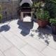 Terrasse mit Steinofen