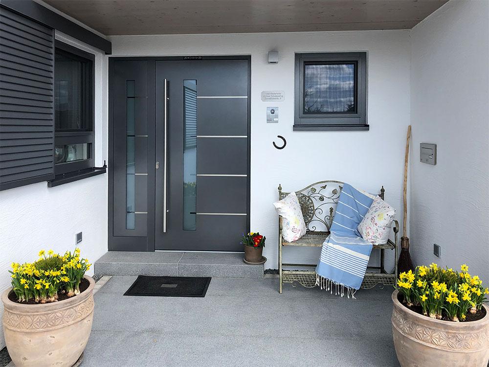 Eingangsbereich mit passgenauen Granitplatten