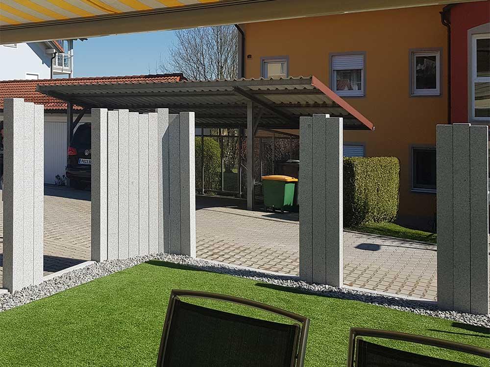 Sichtschutz mit Betonpalisaden