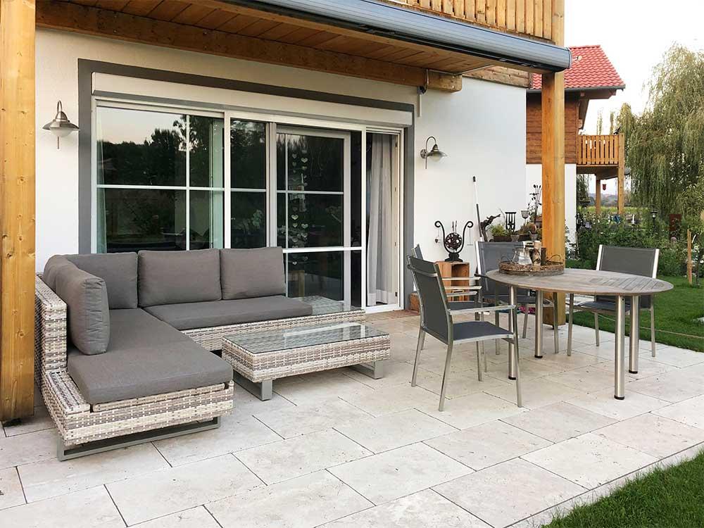 Terrasse mit Natursteinpflaster